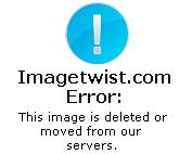 Pamela en tanga y topless grupal