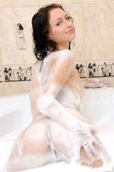 http://img101.imagetwist.com/th/05031/lph0qr80buzz.jpg