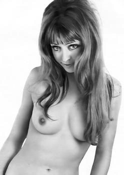 samantha bond nude photos